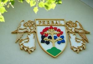 Perbál címere