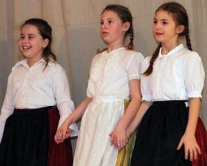 Lányok viseletben - Német Nemzetiségi farsang 2014.