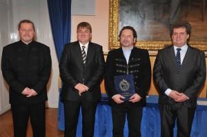 A Díj átadása a Megyenapon (balról jobbra): Wentzel Ferenc, dr. Szűcs Lajos, Varga László, Török Czene István