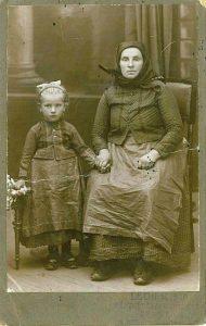 simon péter könyvéhez felhívás 1930. Anya lányával
